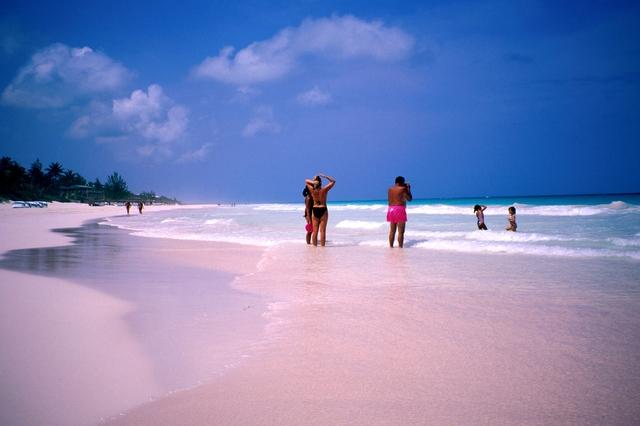 Aventura unei zile de vara blog veltravel for Pink sands beach in harbour islands