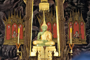 Emerald_Buddha,_August_2012,_Bangkok